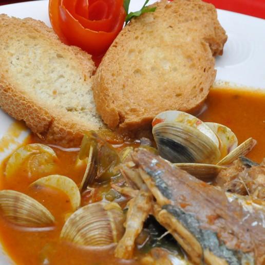Gastronomía Roquetas de Mar Caldo con Pimentón