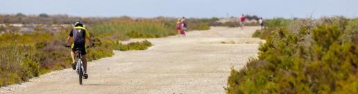 Pasear por Punta Entinas Sabinar en Roquetas de Mar
