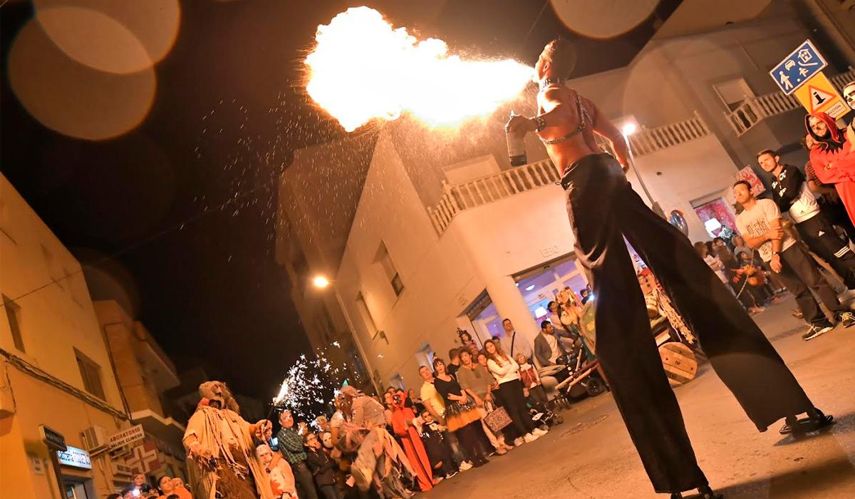 Miles de personas celebran Halloween en Roquetas