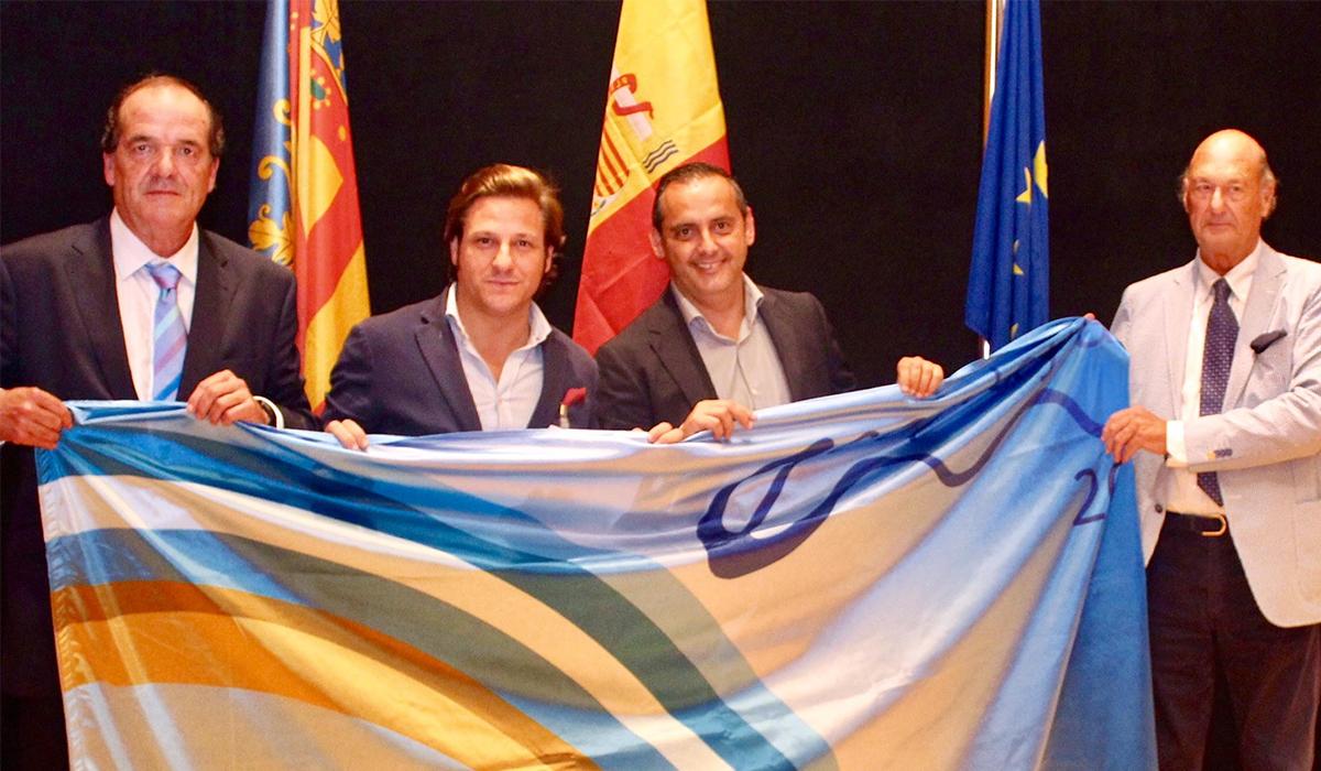 La playa natural de Los Bajos recibe la bandera Ecoplayas