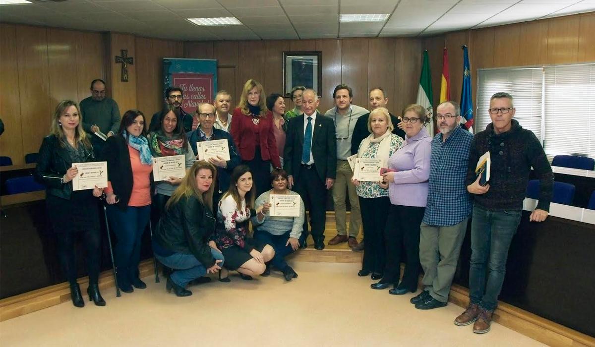 El alcalde de Roquetas entrega los premios del concurso de  Belenes y Escaparates Navideños