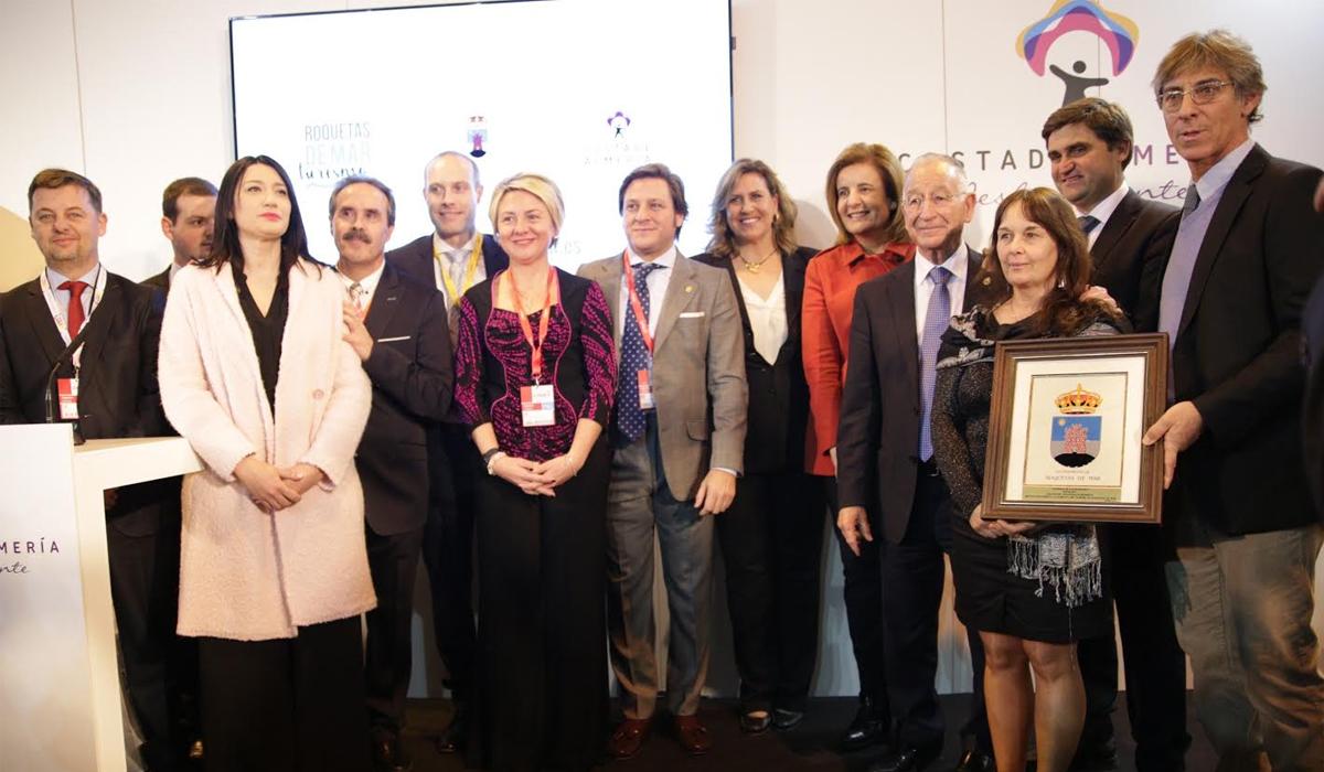 La ministra de Empleo entrega los premios turísticos 'Castillo de Las Roquetas' en Fitur