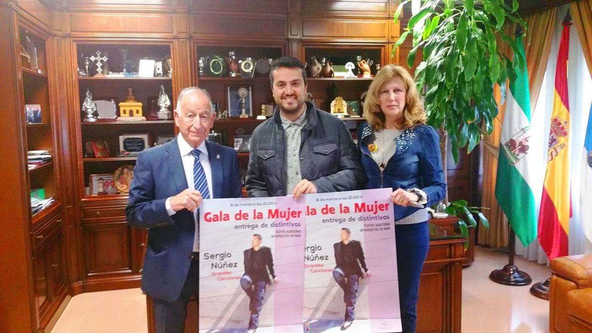 El alcalde de Roquetas de Mar presenta la Gala de la Mujer