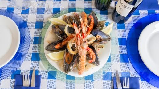 Chiringuito La Gamba. Bahía Azul en la Bajadilla