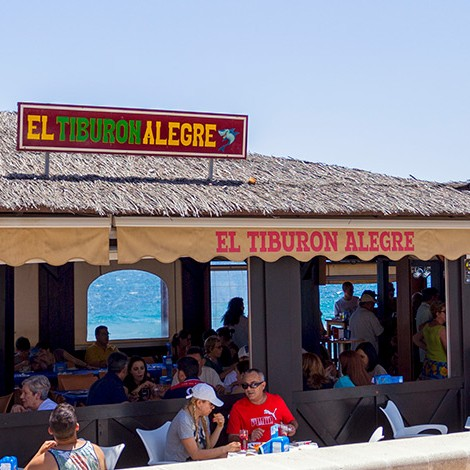 Chiringuito El Tiburón Alegre, comer en Roquetas de Mar