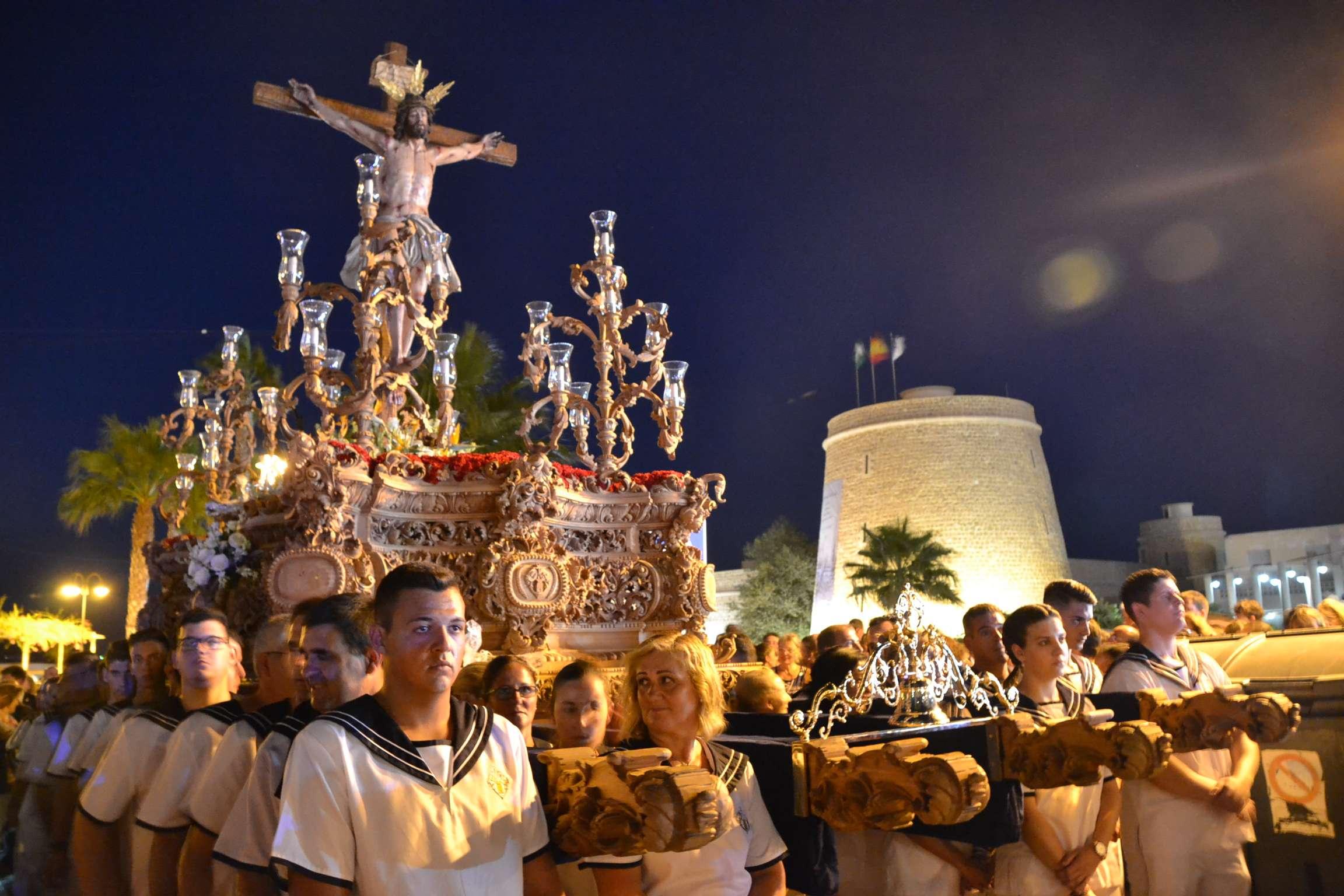 Multitudinaria procesión del Santísimo Cristo del Mar