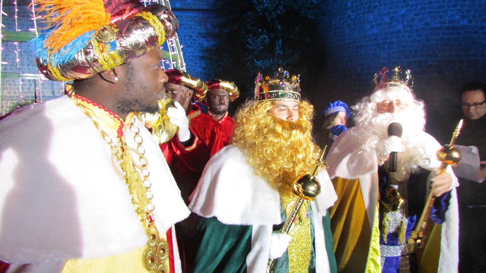 Roquetas de Mar se viste de fiesta para recibir a los Reyes Magos en una Cabalgata con 12 toneladas de caramelos