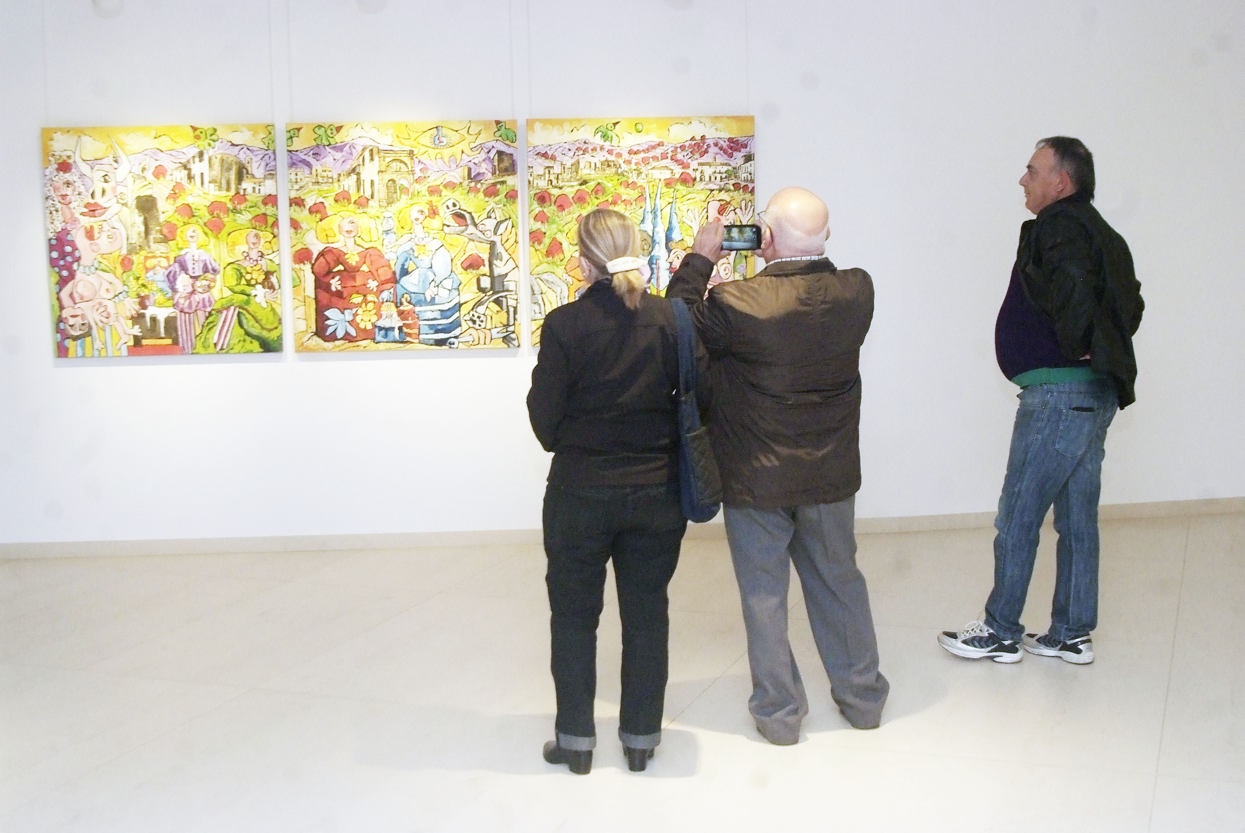 Antonio Roa llena de luz la sala Luis María Ansón de Roquetas con la muestra 'El jardín de las Meninas'