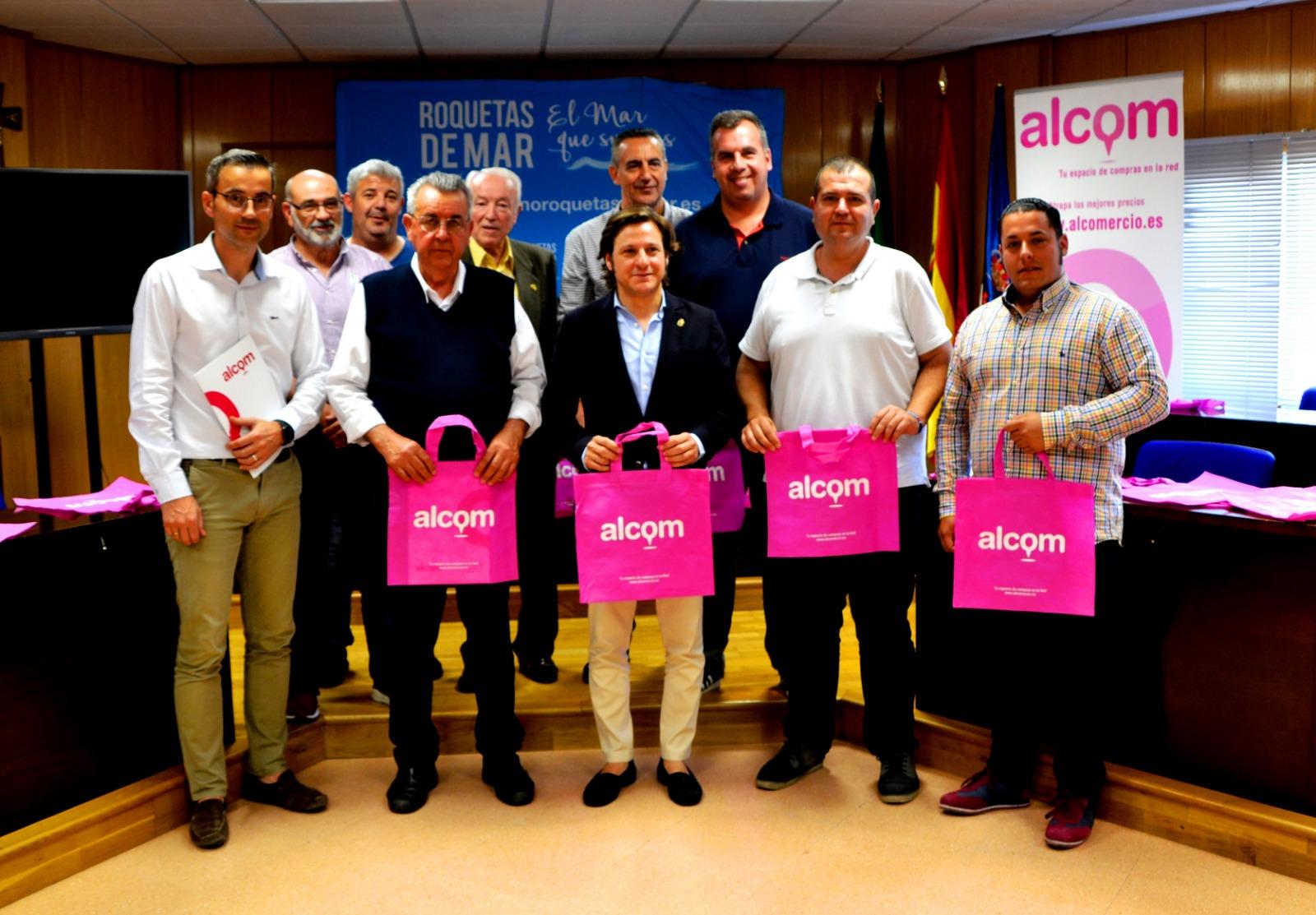 Los comerciantes presentan la web Alcom que informa sobre cada establecimiento y permite la venta online
