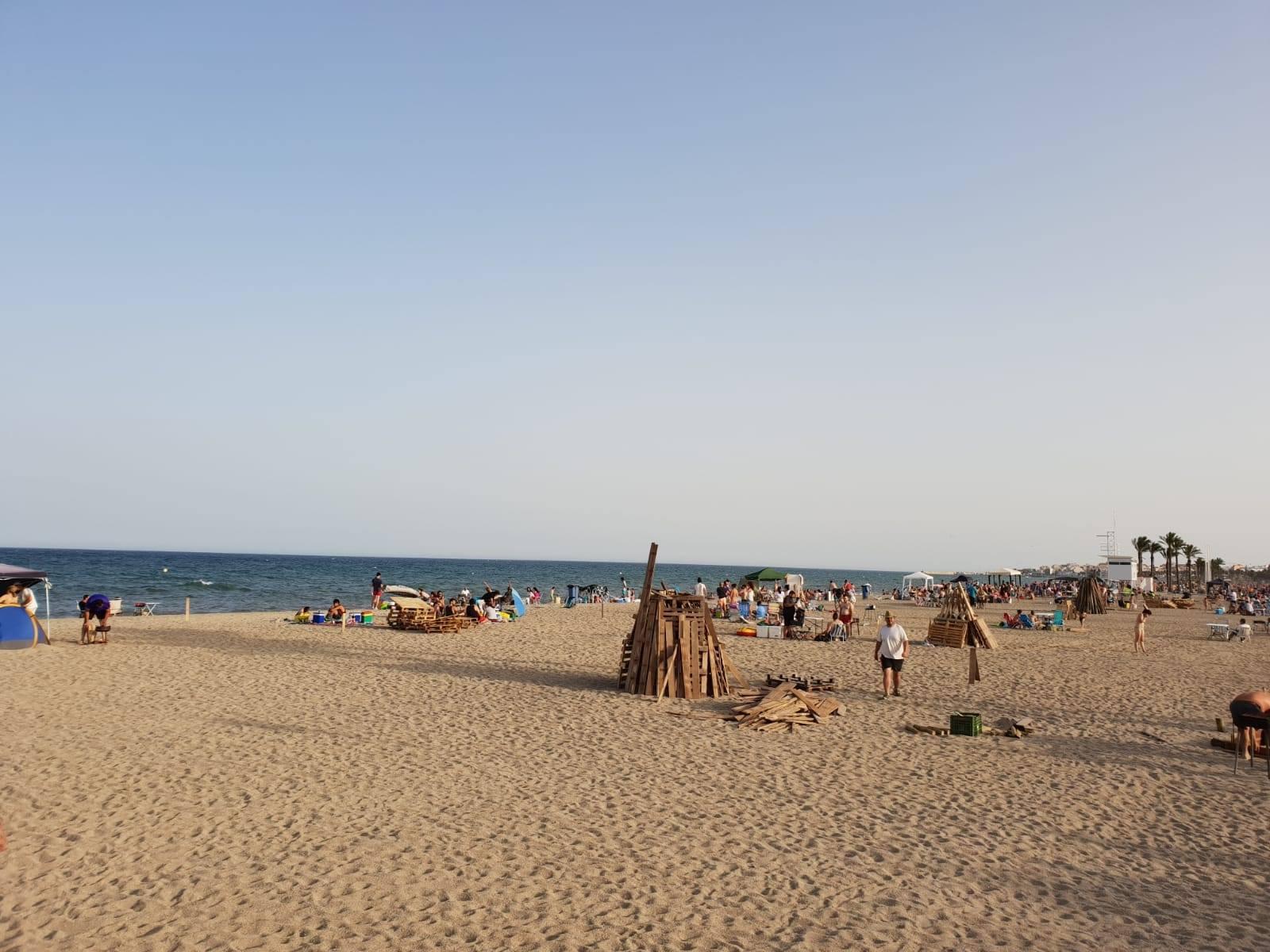 La playas de Roquetas de Mar se preparan para la noche más mágica del año